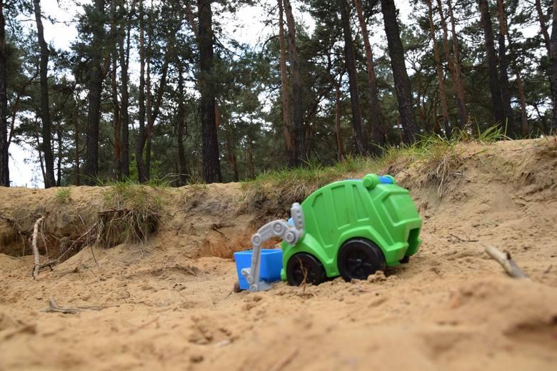 Czy do lasu wjedzie ciężki sprzęt? Czy może dzieci nadal będą bawić się w naturalnych piaskownicach?