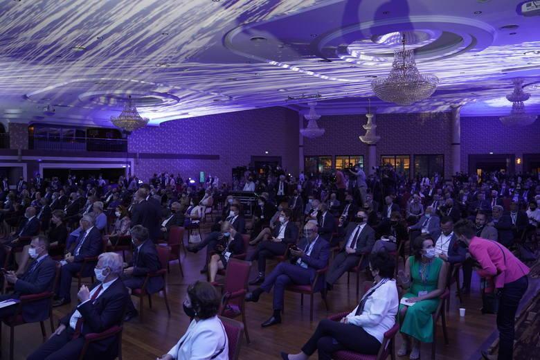 Daniel Obajtek, prezes ORLEN-u, podczas wieczornej gali XXX Forum Ekonomicznego, przeniesionego w tym roku z Krynicy do Karpacza otrzymał tytuł Człowieka