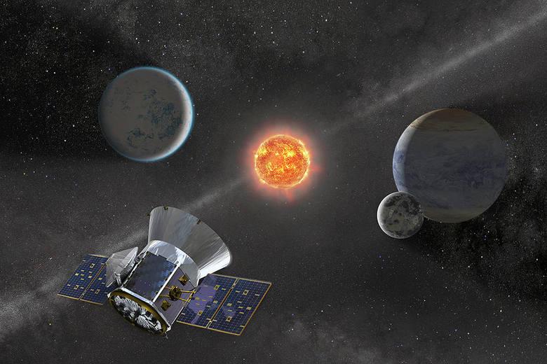 Ilustracja przedstawia przelot sondy egzoplanetowej NASA TESS w pobliżu karłowatej gwiazdy M z orbitującymi planetami.
