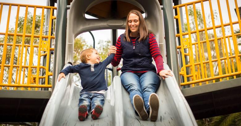 Matki oczywiście cieszą się każdą chwilą spędzoną z dziećmi, ale niekoniecznie chcą, by działo się to kosztem ich pracy