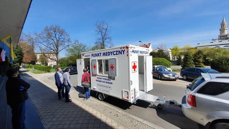 Mobilny punkt medyczny przygotowany przez Bliss Polska z Lasowic Wielkich. Firma próbuje zainteresować nim służby medyczne i sanitarne.