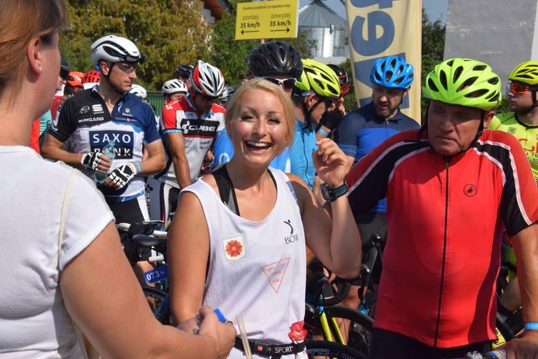 Fotorelacja z wyścigu głównego na 64 km Enea Pałuki Tour 2019 - start ul. Gnieźnieńska przy MOS Żnin oraz migawki z MiniPałuki Tour 2019 i krótka wideorelacja