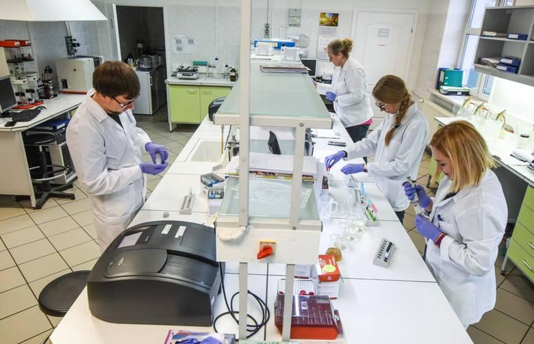 Fakty i mity na temat koronawirusa z Wuhan znajdziecie w naszej galerii. Zobacz kolejne zdjęcia/plansze. Przesuwaj zdjęcia w prawo - naciśnij strzałkę