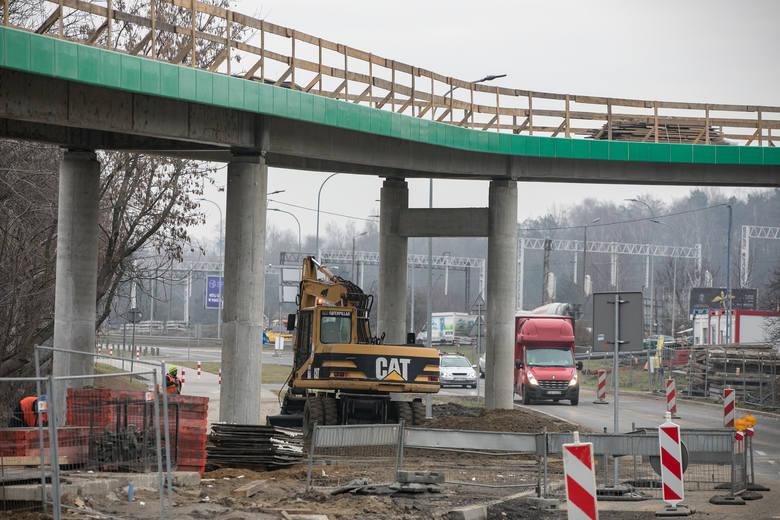 Kraków. Zobacz postępy prac na budowie kładki rowerowej wzdłuż ulicy Kamieńskiego [ZDJĘCIA] 18.01.