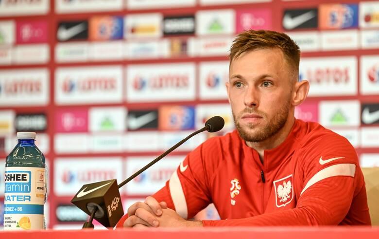 Maciej Rybus na konferencji prasowej na stadionie w Gdańsku