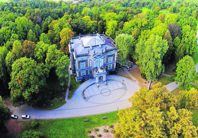 Obecnie jedyną pozostałością po wiekiej posiadłości w Świerklańcu jest tzw. Dom Kawalera, wzniesiona w latach 1903-1906 przez księcia von Donnersmarck dla gości. Podczas wizyt cesarza Wilhelma II mieszkała tam jego świta.<br />