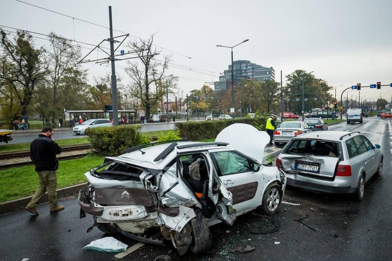 Polska przoduje w liczbie śmiertelnych wypadków drogowych. Jednocześnie mamy najniższe mandaty za przekroczeni prędkości. Od ponad dwóch dekad żaden