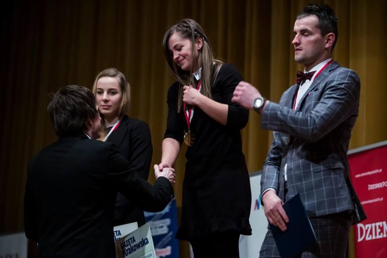 Klaudia Mleko (w środku) jest często honorowana za swe sukcesy