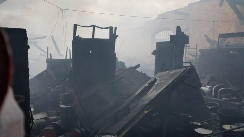 Zobacz, co zostało ze spalonego magazynu w Sulechowie (zdjęcia)