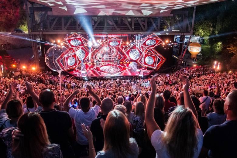 Najpopularniejsze polskie zespoły disco polo a także zagraniczne gwiazdy gatunku dance znów rozgrzeją kielecką publiczność w amfiteatrze Kadzielnia.