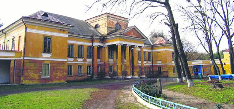 Pałac hrabiów Steckich w Międzyrzecu Koreckim, który w XIX wieku był jednym z centrów życia towarzyskiego i kulturalnego na Wołyniu. Obecnie mieści się w nim szpital dla psychicznie chorych.