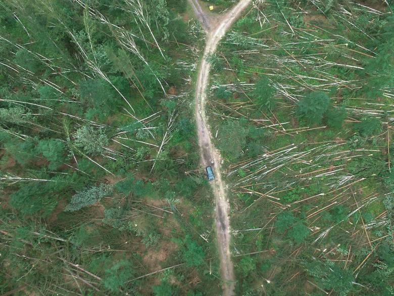 Trąba powietrzna przeszła nad Złocieńcem. Minął rok od katastrofy [archiwalne zdjęcia, wideo]