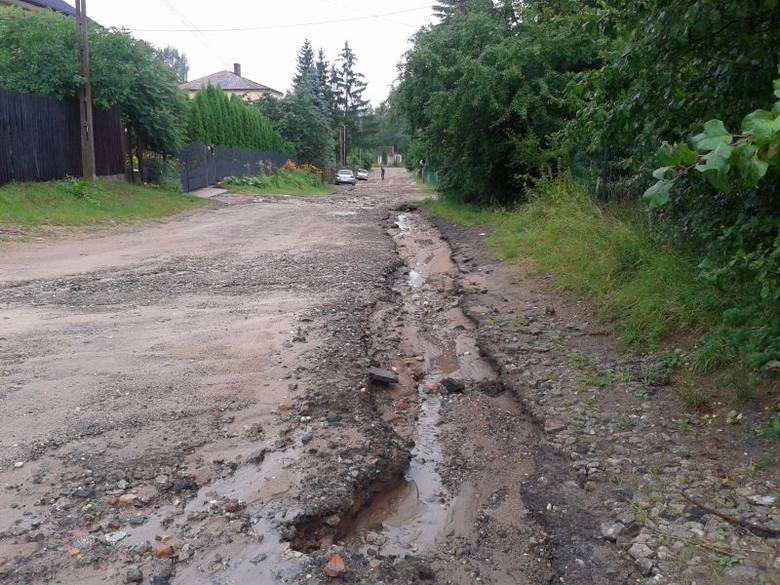 W samym Białymstoku wyjazdów do interwencji związanych z burzami i ulewami było niewiele. W niedzielę strażacy pojechali do oderwanego konara na ul.