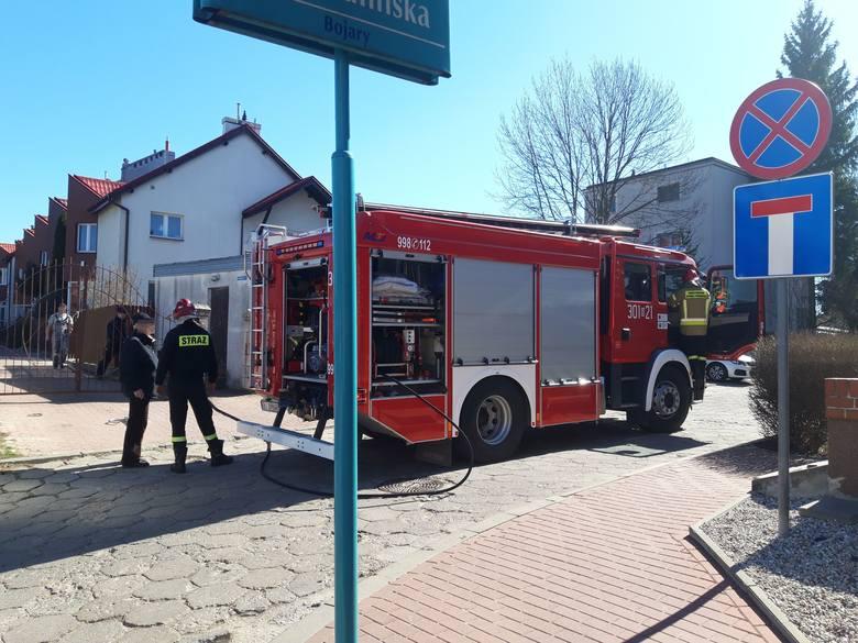 - Idąc ulicą Poprzeczną zobaczyłem kłęby dymu unoszące się pośród domów - mówi Karol Halicki przedstawiający się jako obrońca Bojar. - Zadzwoniłem po