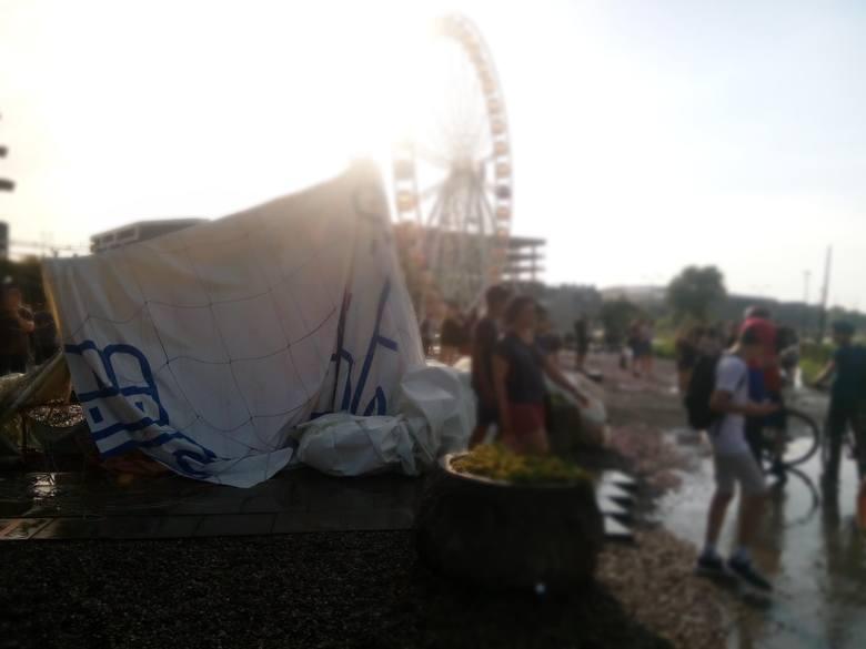 Zniszczony balon widokowy w Krakowie.
