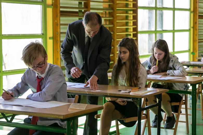 Egzamin gimnazjalny 2018. Uczniowie napisali już egzamin z języków obcych na poziomie rozszerzonym. Przedstawiamy odpowiedzi oraz arkusze z dzisiejszego