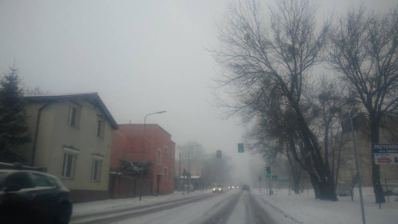 Atak zimy w Radomiu i regionie radomskim. Potężne opady śniegu, ślisko na drogach (zdjęcia)