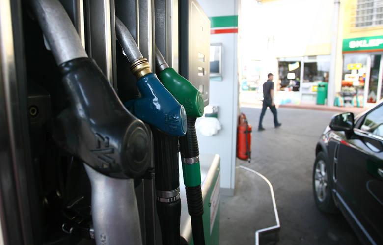 Sprawdziliśmy najświeższe ceny paliw na podkarpackich stacjach. Gdzie zatankujesz najtaniej? Sprawdź w naszym zestawieniu.Aktualne ceny paliw w regionie