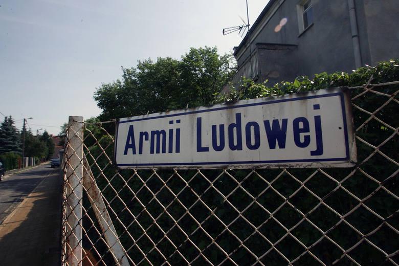 W związku z ustawą dekomunizacyjną z Wrocławia znikną cztery ulice. Nowych patronów wybrali miejscy radni na dzisiejszej sesji. Zmiany zostaną wprowadzone