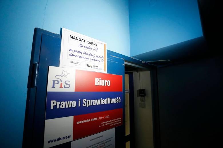 PiS ma też coraz wyraźniejsze kłopoty ze swoimi koalicjantami - Solidarną Polską i Porozumieniem, a ta sytuacja zaczyna przypominać 2007 r., kiedy to