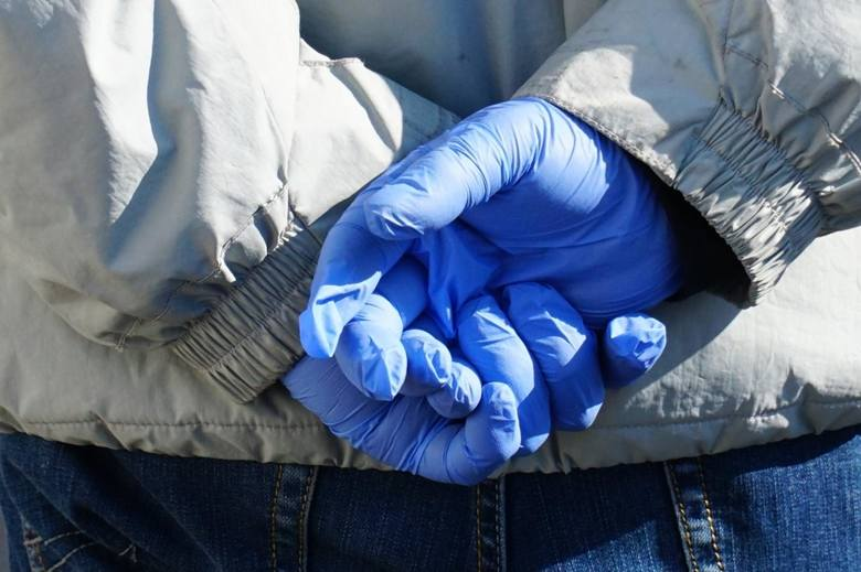 Koronawirus. Czarnia. Pakiet ochronny - 2 pary rękawiczek i maseczka wielokrotnego użytku - dla każdego gospodarstwa w gminie