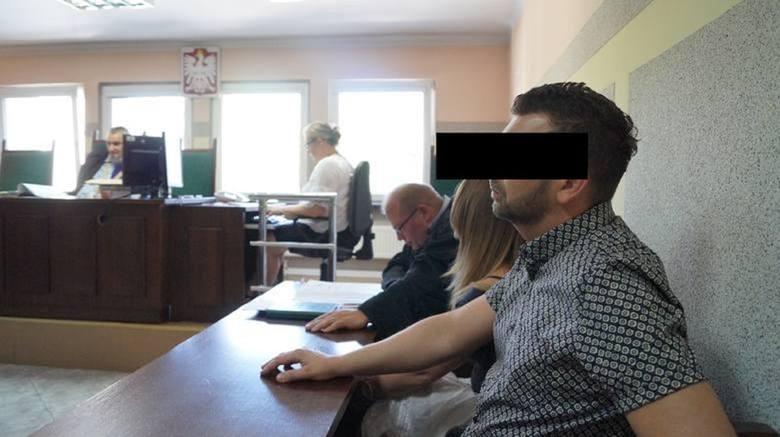 Para z Częstochowy przeprosiła policjantów za wydarzenia z maja 2017 rokuZobacz kolejne zdjęcia. Przesuwaj zdjęcia w prawo - naciśnij strzałkę lub przycisk