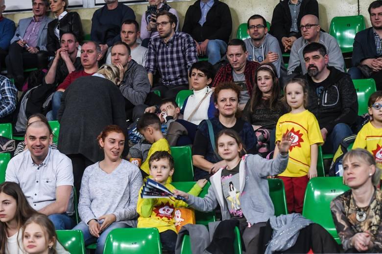 """Stawką poniedziałkowego meczu w """"Łuczniczce"""" było hipotetycznie 4. miejsce na koniec sezonu zasadniczego Ligi Siatkówki Kobiet. Przed tym spotkaniem"""