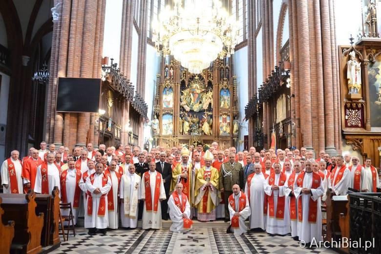 W dniach 8-11 września 2019 r. Archidiecezja Białostocka gości 104 kapelanów Straży Pożarnej z całej Polski. Przeżywają oni swoje doroczne rekolekcje.