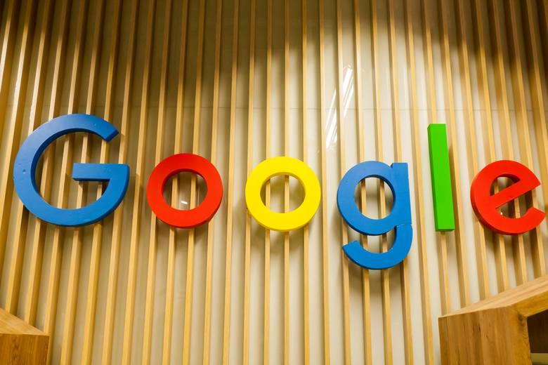Ranking najpopularniejszych haseł w Google na kolejnych slajdach
