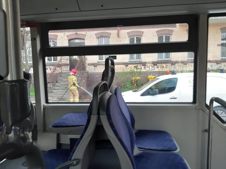 Pożar mieszkania na Chińskiej. Utrudnienia w ruchu autobusów