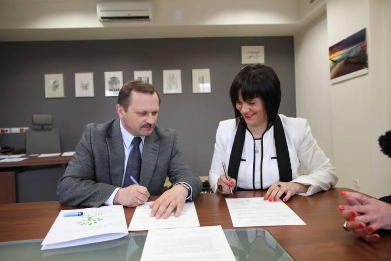"""Lesław Tomczak, dyrektor RCRE, i Bożena Grębowiec, dyrektor """"Jańskiego"""", liczą na współpracę w wielu dziedzinach."""