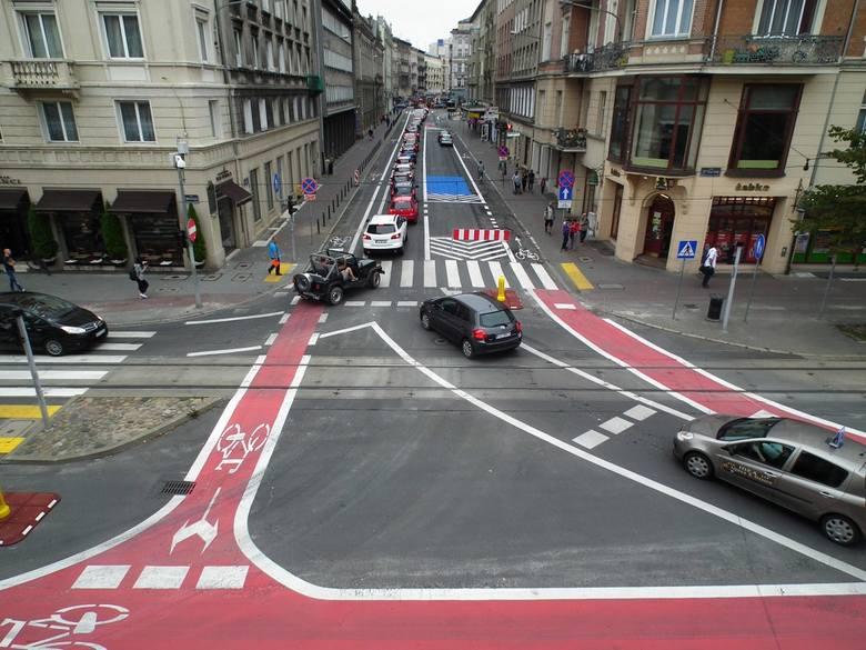 Remonty i wprowadzanie strefy Tempo 30 w jednym czasie przyczyniły się do powstania chaosu na drogach w centrum miasta. Założeniem jest, by uspokoić ruch samochodowy. Więcej miejsca na jezdniach przeznaczonych będzie dla rowerzystów