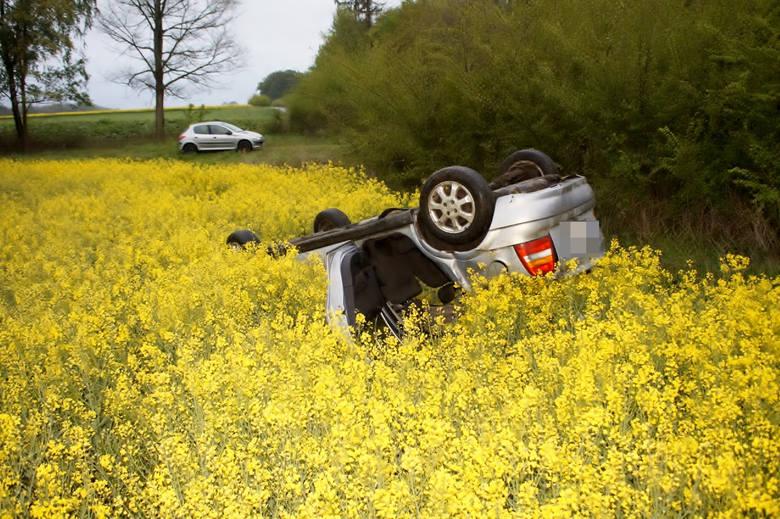 Do dwóch poważnych zdarzeń drogowych z udziałem samochodów osobowych doszło w w podsłupskim Kuleszewie i Kończewie. Kierujący oplem mężczyzna, z niewyjaśnionych