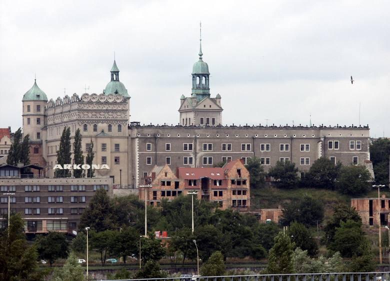 Pamiętacie jeszcze buty Buffalo, jelcze, hotel Arkona i Odrę? Przenieś się w czasie o kilkanaście lat i zobacz, jak wyglądało nasze  miasto w 2002 roku!