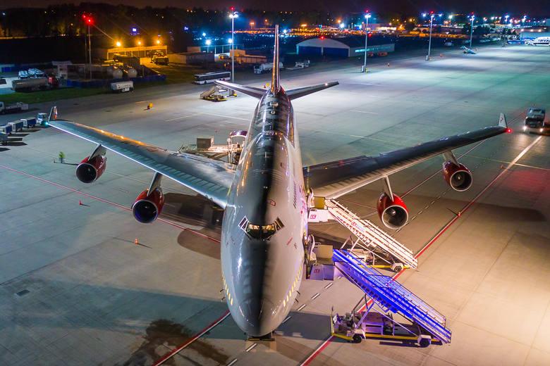 Ogromny jumbo jet wylądował na lotnisku Pyrzowice w Katowicach. W sumie w Pyrzowicach jumbo jety lądowały 30 razy. To wielka gratka dla miłośników lotnictwa