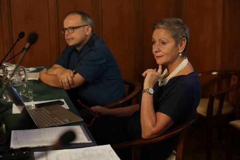 Robert Biedroń zwołał sesję nadzwyczajną i poszedł na urlop. Radni zagrozili wyjściem z sali.