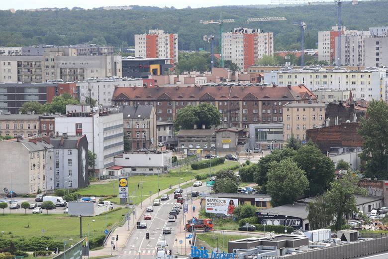 Widok na Katowice z wieży widokowej Muzeum Śląskiego w czerwcu 2020Przesuwaj zdjęcia w prawo - naciśnij strzałkę lub przycisk NASTĘPNE