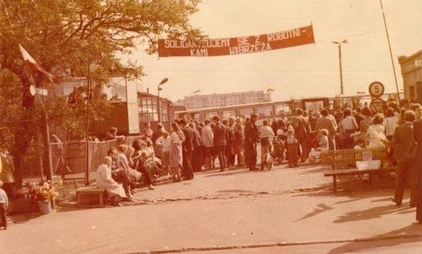 Zajezdnia PKS w Legnicy 31 VIII 1980 r. zbiory Wojciecha Obremskiego