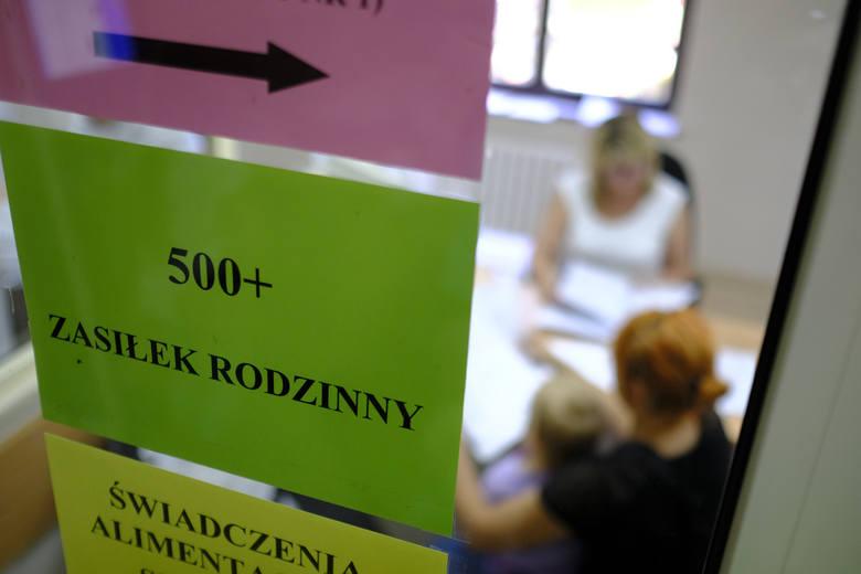 Kiedy planowane są pierwsze wypłaty świadczenia 500 plus w Toruniu? W sąsiedniej Bydgoszczy sytuacja wygląda inaczej, 4300 osób dostało już decyzję o