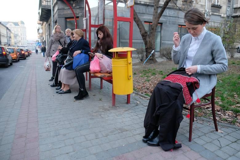 Niecodzienna akcja w Przemyślu. Anna Dąbrowska nawiązała do pamiętnej greckokatolickiej procesji [ZDJĘCIA]
