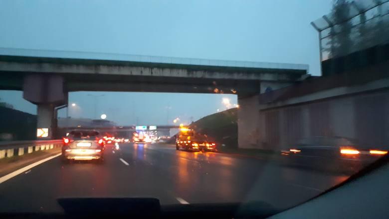 W niedzielę, około godziny. 16 doszło do poważnego wypadku na Drogowej Trasie Średnicowej w Rudzie Śląskiej.