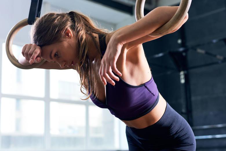 Aktywność fizyczna to niezbędny element zdrowego stylu życia, są jednak sytuacje, w których lepiej jest zrezygnować z treningu lub zamienić go na lżejsze
