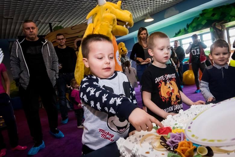 W sobotę otwarto salę Zabaw Złoty Smoczek w bydgoskiej galerii BCF przy ul. Gdańskiej. Z okazji otwarcia przygotowano zabawy i konkursy z animatorami.