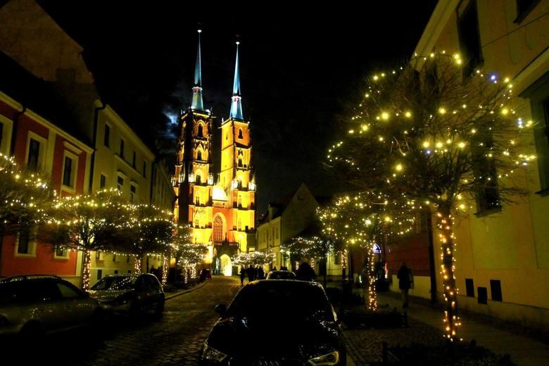 We wtorek w synagodze Pod Białym Bocianem miejska konserwator zabytków wręczyła umowy dotacyjne na remont wrocławskich zabytków w 2018 roku. Agata Chmielowska