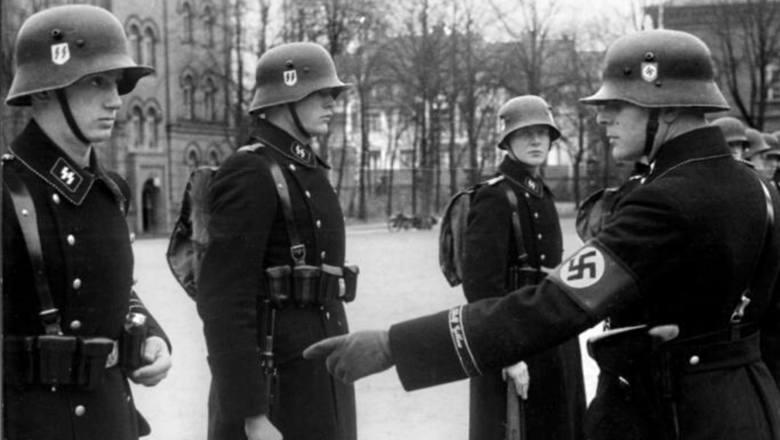 Hugo Ferdinand Boss był właścicielem dobrze prosperującej, założonej w 1924 roku szwalni.W 1931 roku Boss wstąpił do NSDAP, a rok później otrzymał intratny