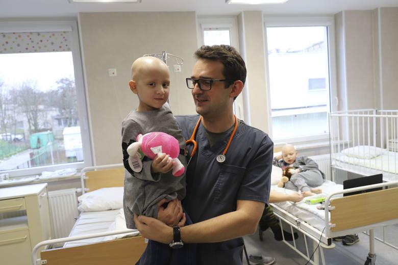 Teraz Samirkę czeka radioterapia. Aż przez trzy tygodnie - mówi  dr Eryk Latoch. <br />