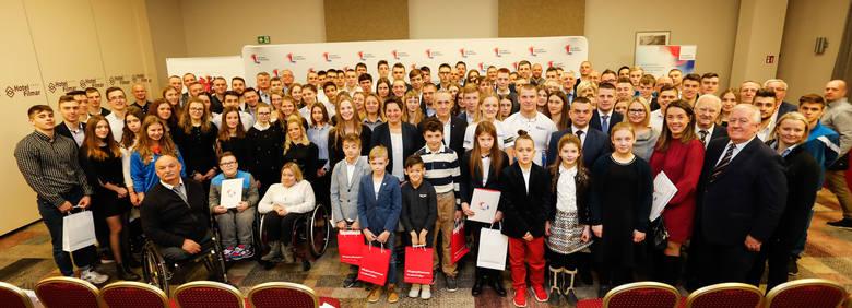 Ponad 300 tysięcy złotych władze województwa wypłaciły najbardziej utalentowanym sportowcom i trenerom z najlepszymi wynikami w regionie. Nagradzać było