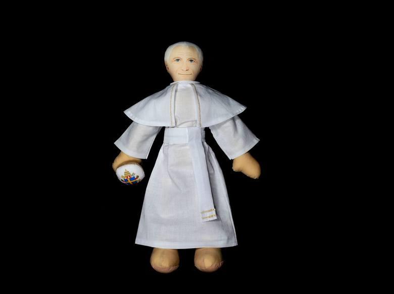 Jan Paweł II, Maryja i święci jako przytulanki. Pluszowi święci budzą emocje. Nie wszystkim podobają się katolickie przytulanki