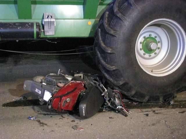 Do tego wypadku doszło w piątek około godz. 21 na terenie Wąbrzeźna. Nie żyje motorowerzysta.