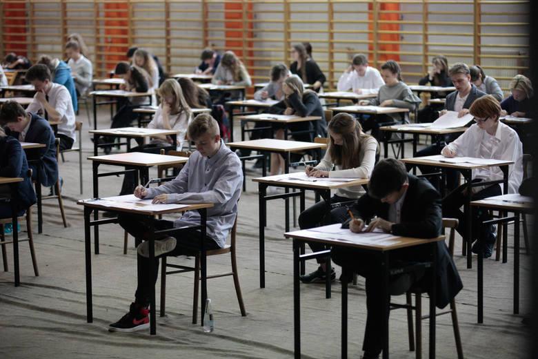 Egzamin gimnazjalny 2019 Historia + WOS. Co było na egzaminie gimnazjalnym z historii i WOS-u? Sprawdź pytania i odpowiedzi z egzaminu gimnazjalnego